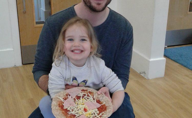 Hinckley – Preschool 1 make pizzas!