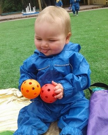 Kings Norton – Babies explore sensory balls