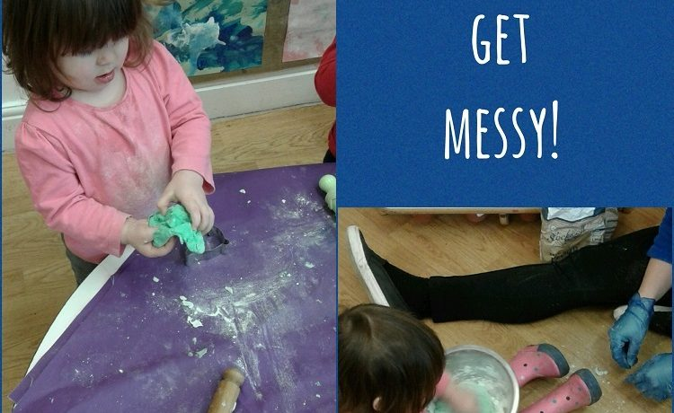 Stourbridge – Pre-toddlers get messy and creative with minty play dough