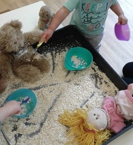 Toddlers have recently shown a huge interest in 'Goldilocks and the 3 bears' so we decided to make our own Goldilocks story tray.