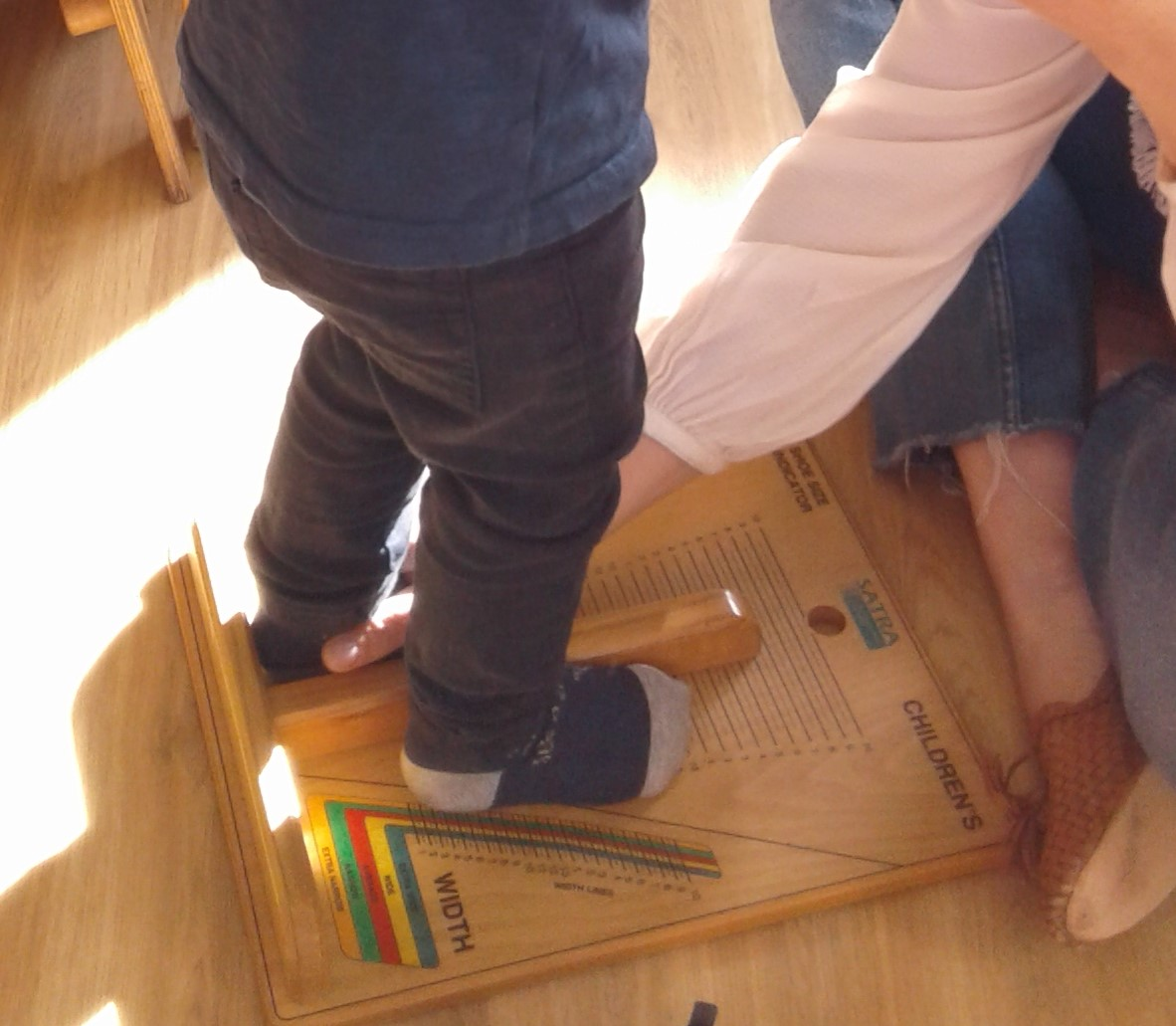 The toddlers had an exciting visit from one of our kind parents this week, all had a great time getting their feet measured!
