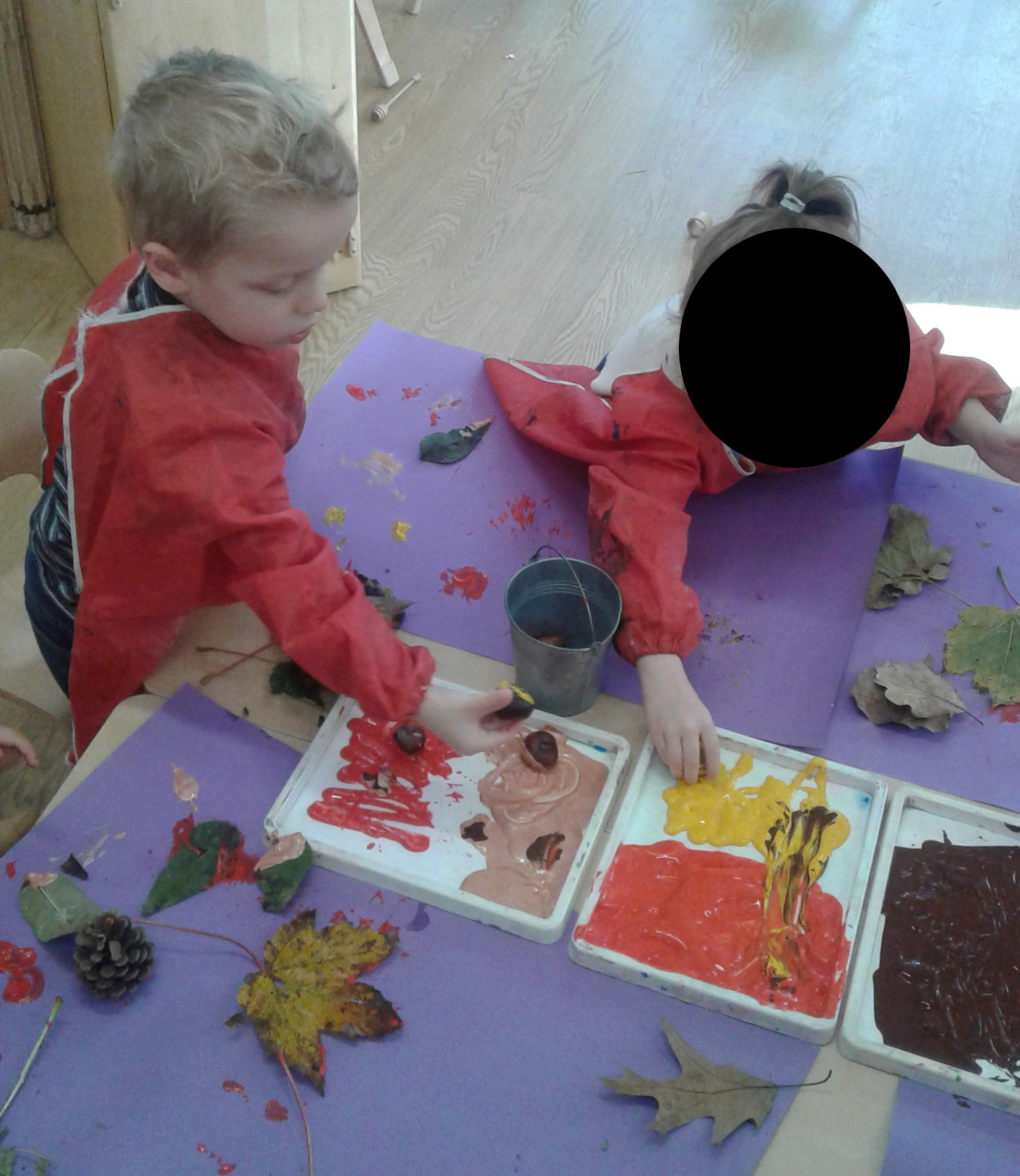 The season has changed and Pre-school have noticed that the colours of the trees have changed and the leaves are falling.