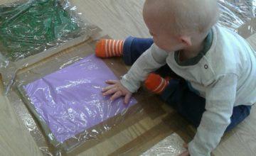 Bromsgrove Babies have been exploring sensory bags.