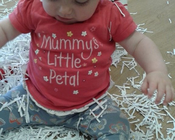 Kings Norton – Babies Sensory Hide and Seek