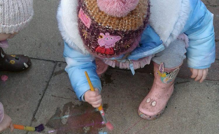 Stourbridge – Toddlers Outdoor Mark Making