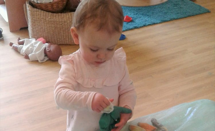 Hinckley – Toddlers Explore The Sensory Table