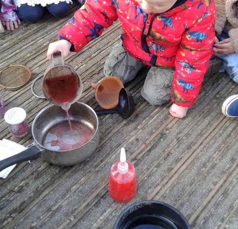 Stourbridge – Pre-School 1 Making Potions!