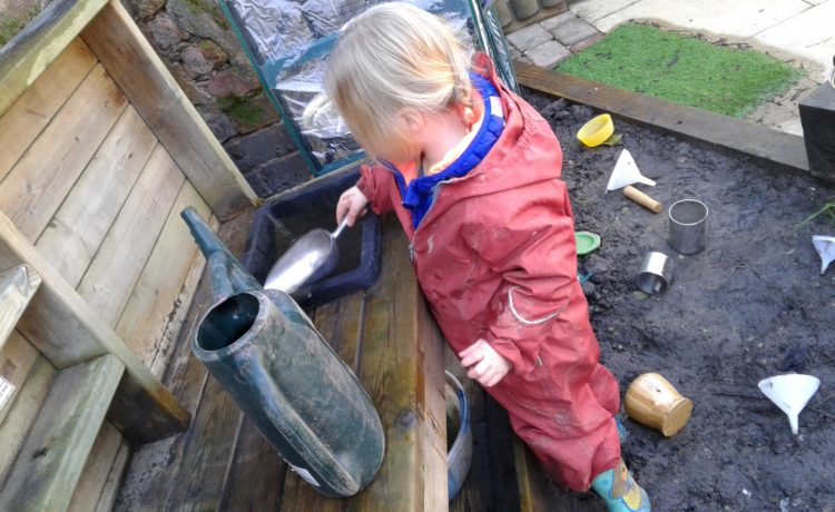Stourbridge – Toddler's Mud Kitchen Fun!