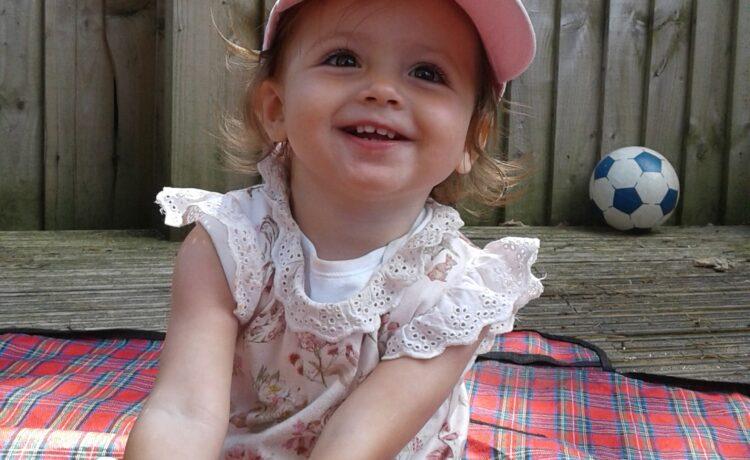 Bromsgrove – Babies Exploring The Garden & Sensory Lights