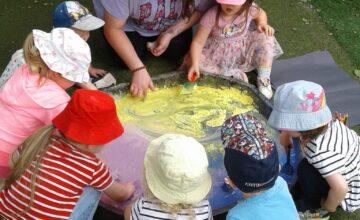 Yesterday the Stourbridge Toddlers enjoyed celebrating and exploring the festival of Eid through colour