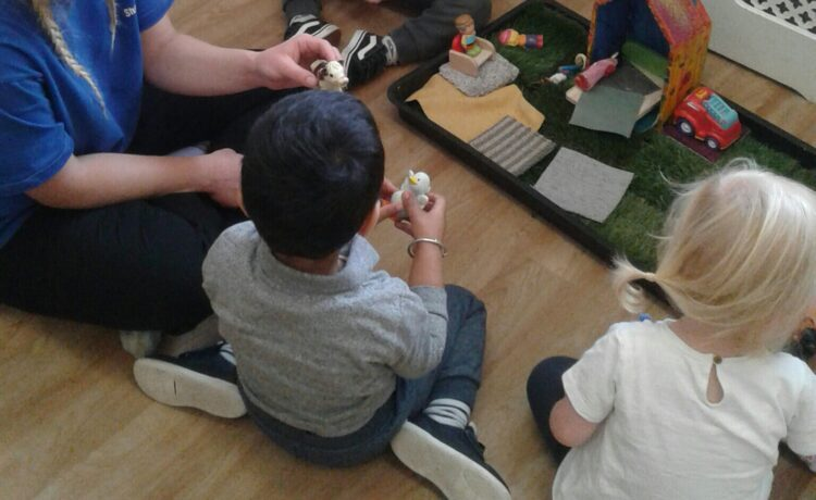 Stourbridge – Toddlers enjoy farmyard role play