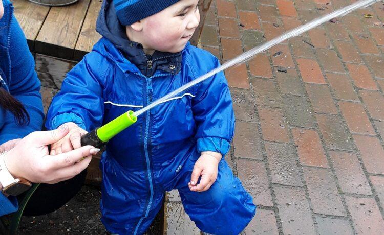 Kings Norton – water play in pretoddlers