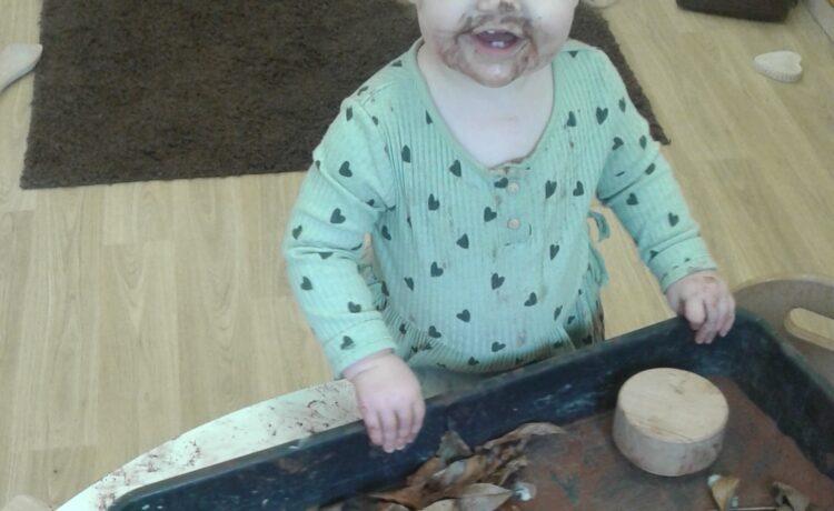 Hinckley – Autumn fun in the baby room