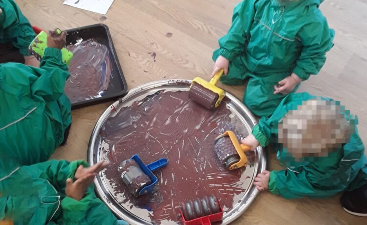 Kings Norton – Messy sensory play in the toddler room